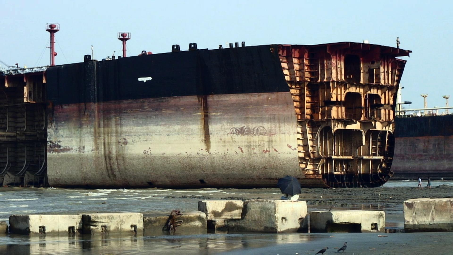 Jafrabad_Chittagong_shipbreaking_(7)