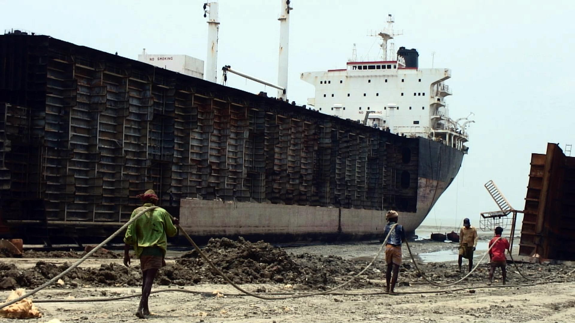 Jafrabad_Chittagong_shipbreaking_(8)