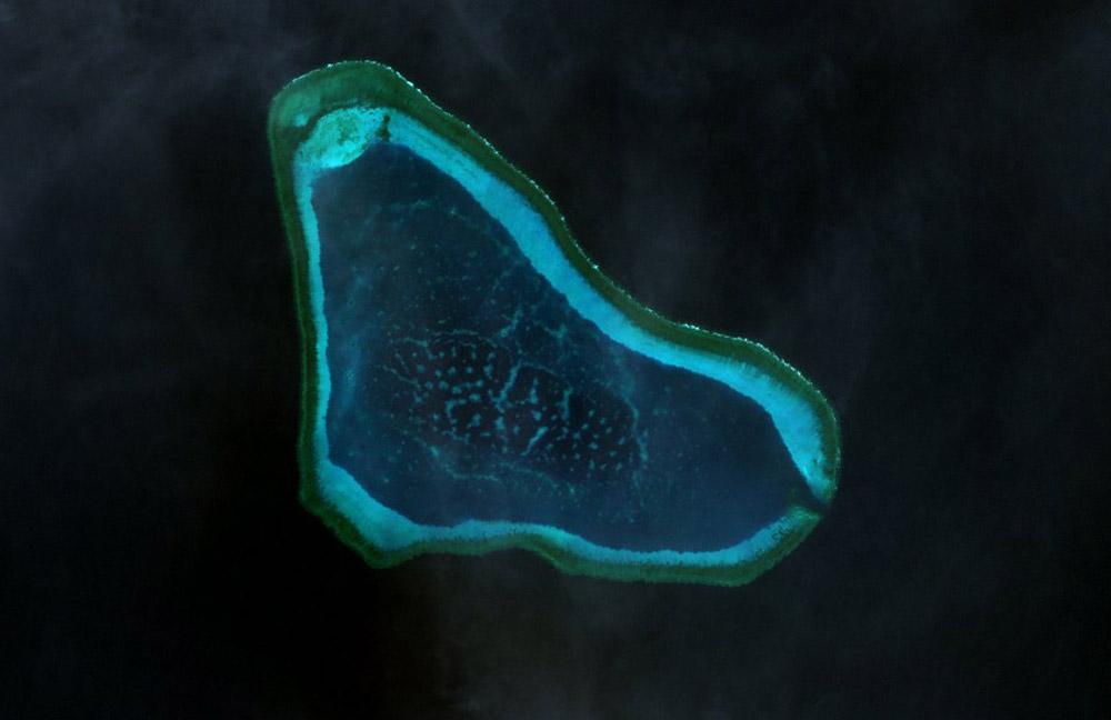 https://thesubmarine.it/wp-content/uploads/2016/07/Scarborough_Shoal_Landsat.jpg