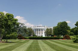 1200px-White_House_lawn