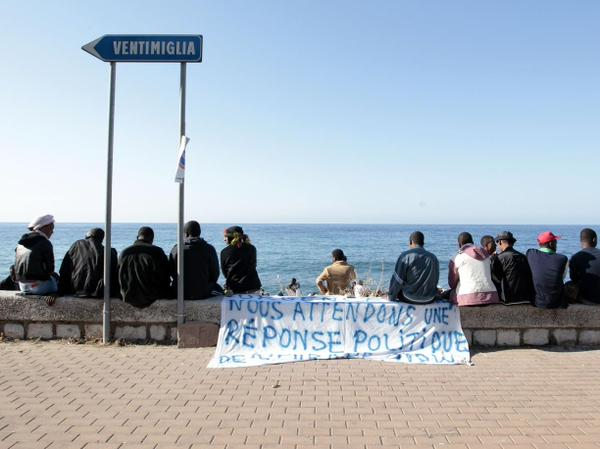 https://thesubmarine.it/wp-content/uploads/2016/08/migranti-ventimiglia.jpg