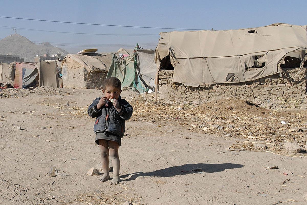 1024px-flickr_-_dvidshub_-_winter_setting_in_isaf_troops_provide_comfort_to_afghan_refugees_image_4_of_4