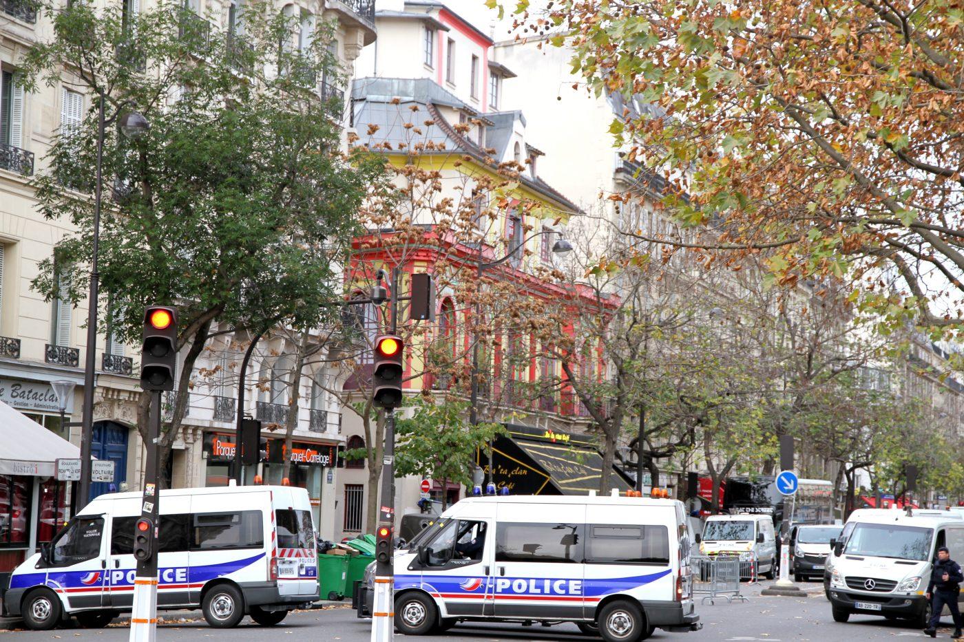 Polizia davanti al Bataclan all'indomani della strage