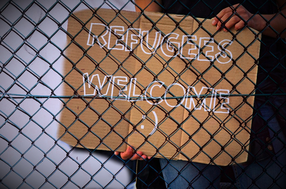 https://thesubmarine.it/wp-content/uploads/2016/09/welcome-refugees-2.jpg