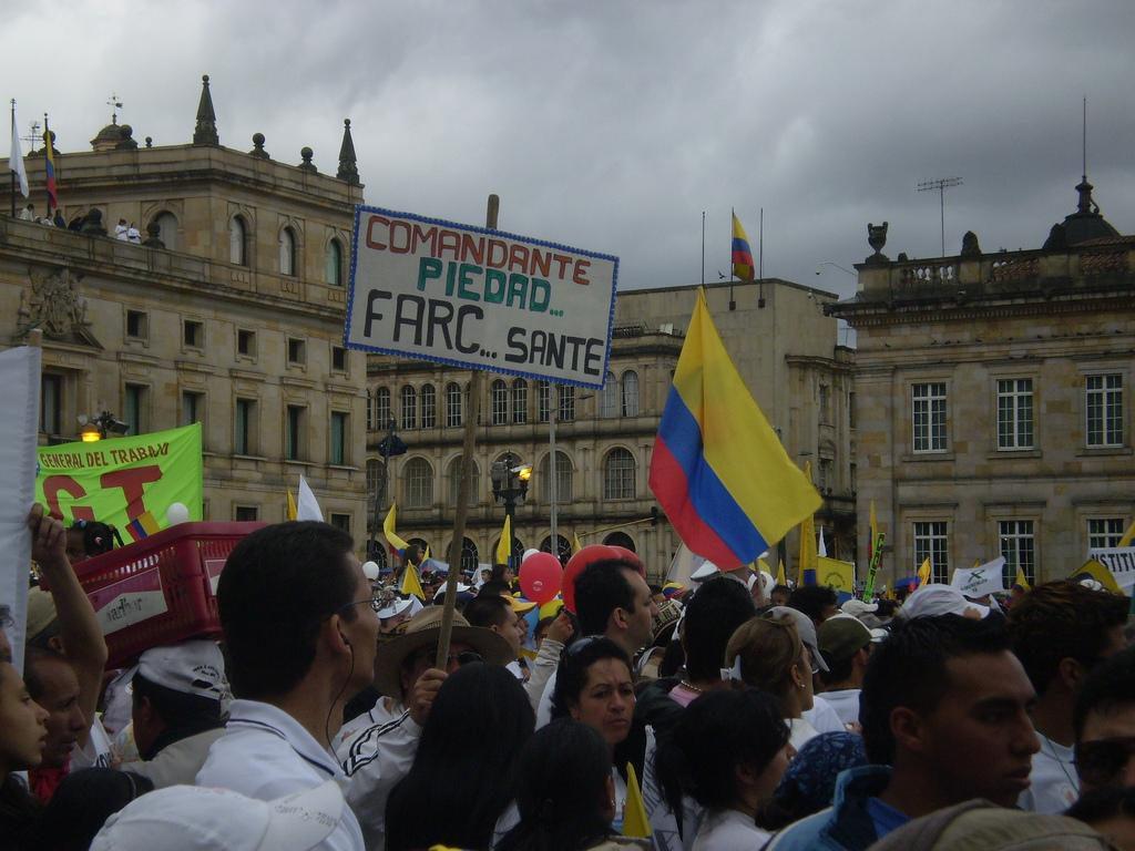 https://thesubmarine.it/wp-content/uploads/2016/10/Marcha_20_de_julio_-_-Comandante_Piedad..._FARC.._sante-.jpg