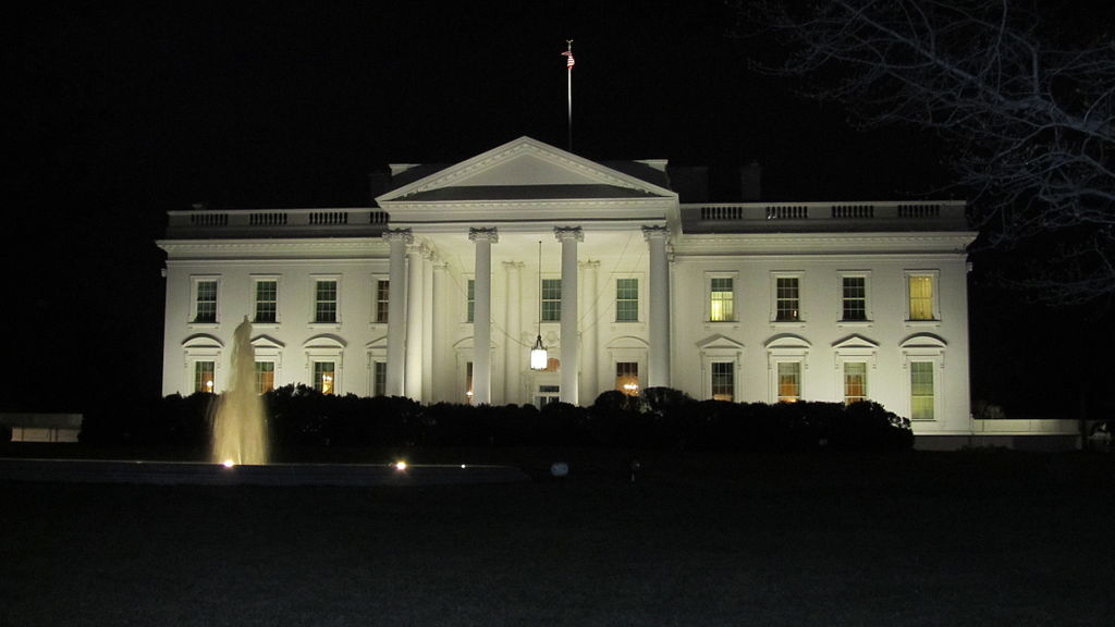 1024px-white_house_in_the_night