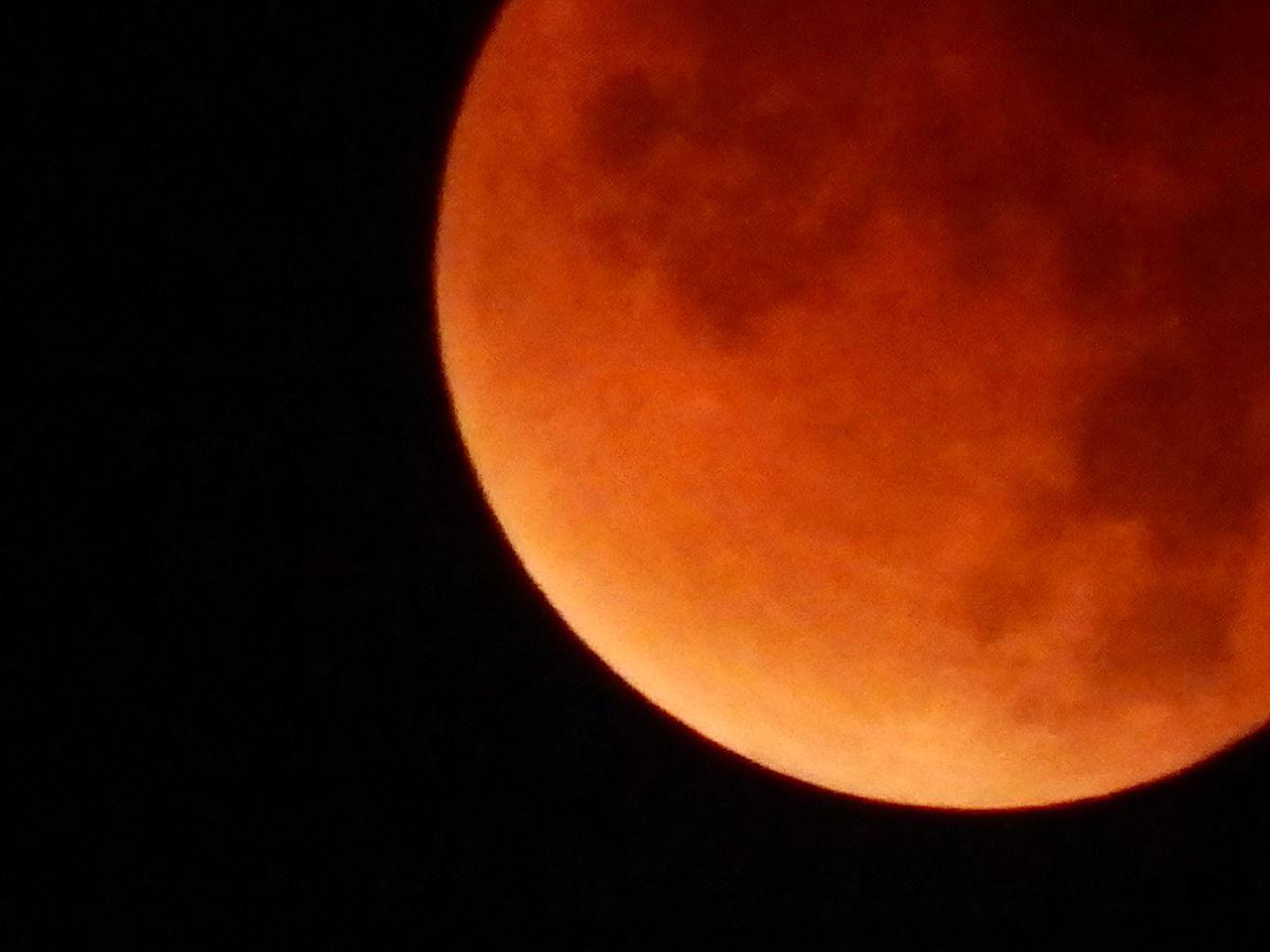 1200px-lto-bloodharvestmoon-20150928-043125