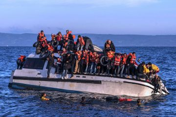 20151030_syrians_and_iraq_refugees_arrive_at_skala_sykamias_lesvos_greece_1