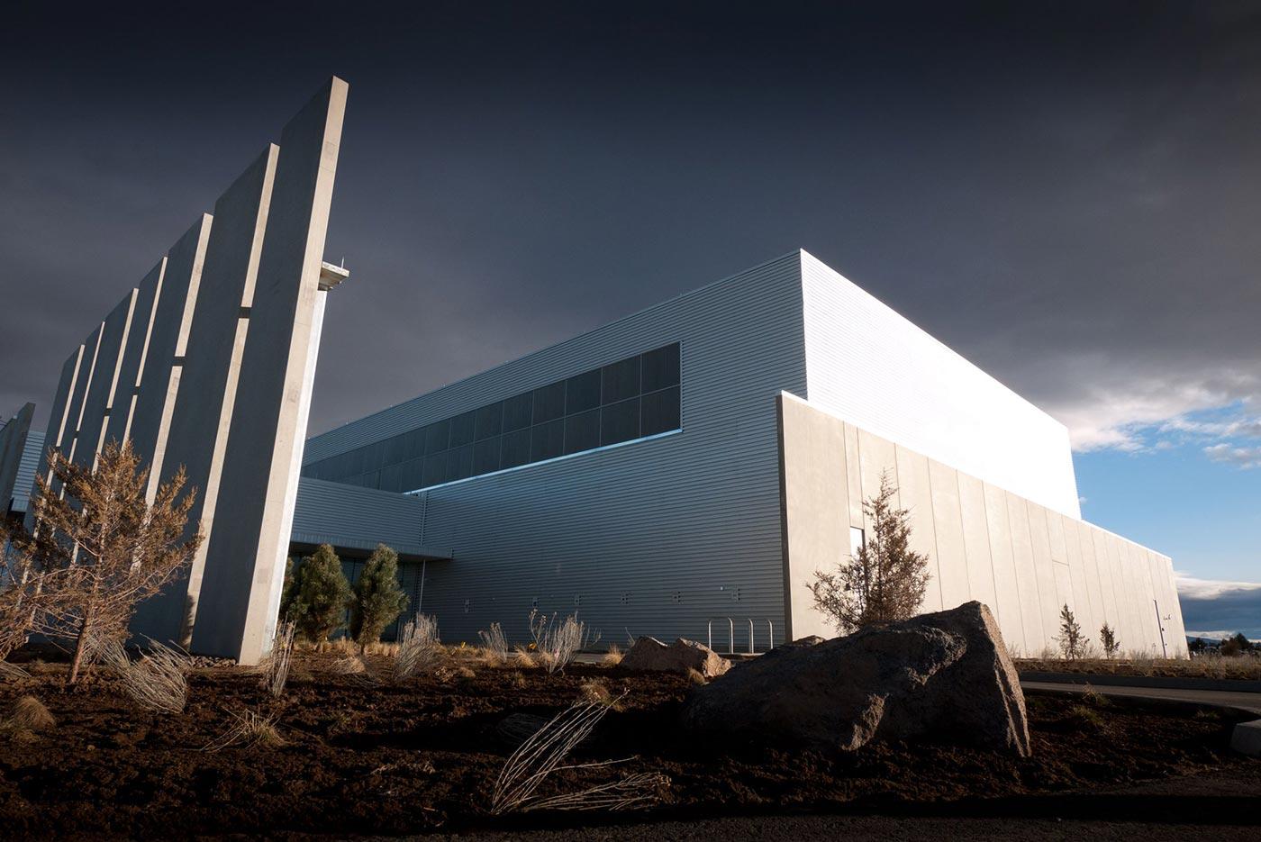 Il nuovo datacenter di Facebook in Prineville, Oregon rispetta la regola per cui tutti i datacenter devono fare paura da matti