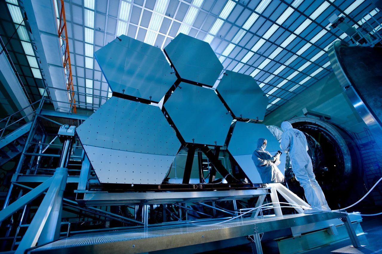 https://thesubmarine.it/wp-content/uploads/2016/11/James_Webb_Space_Telescope_Mirror37-1280x852.jpg