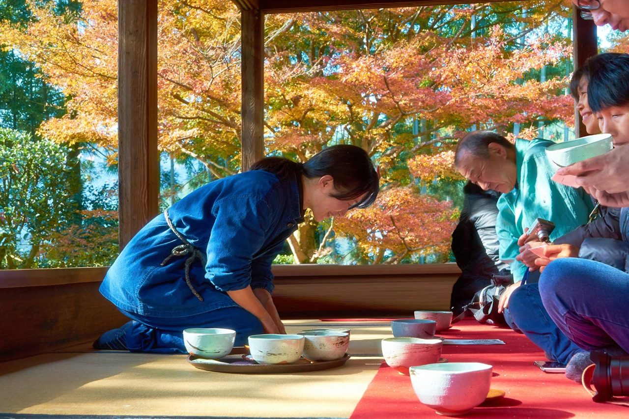 https://thesubmarine.it/wp-content/uploads/2016/11/Tea_Ceremony_15856052389-1280x853.jpg