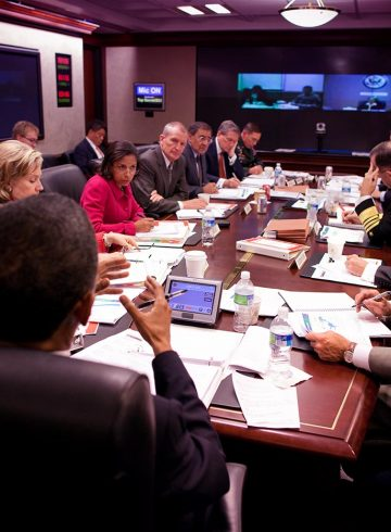 barack_obama_attends_a_briefing_on_afghanistan_in_the_situation_room_of_the_white_house