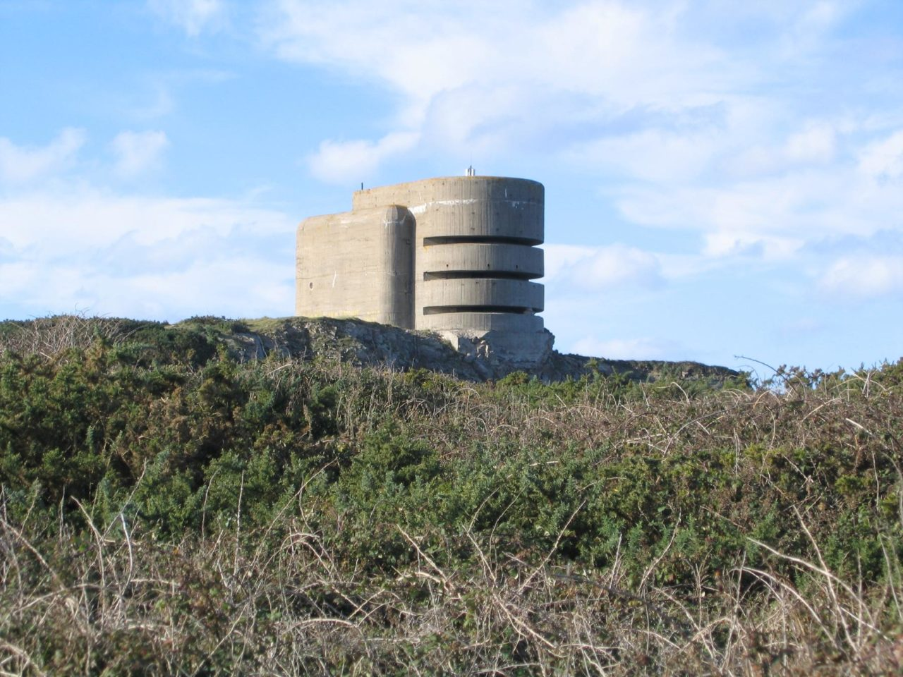 https://thesubmarine.it/wp-content/uploads/2017/01/Alderney_WW2_occupation_bunker_Odeon-1280x960.jpg