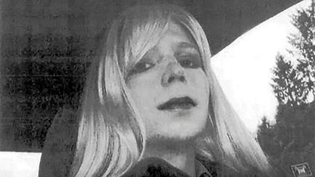 https://thesubmarine.it/wp-content/uploads/2017/01/Chelsea_Manning_with_wig-1280x720.jpg