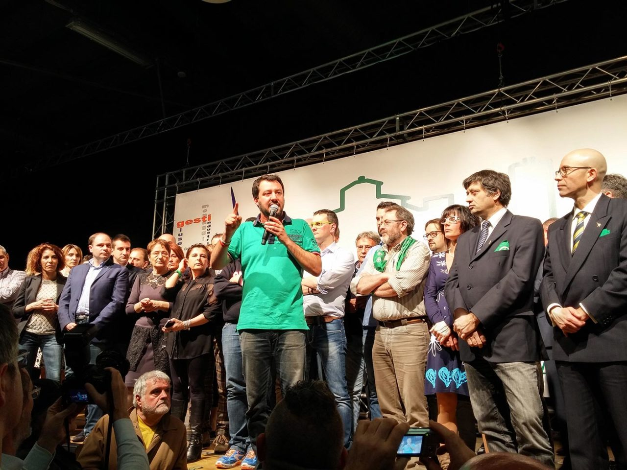 https://thesubmarine.it/wp-content/uploads/2017/01/Matteo_Salvini_-_Cena_di_gala_30°_anniversario_Lega_Nord_Bergamo-1280x960.jpg