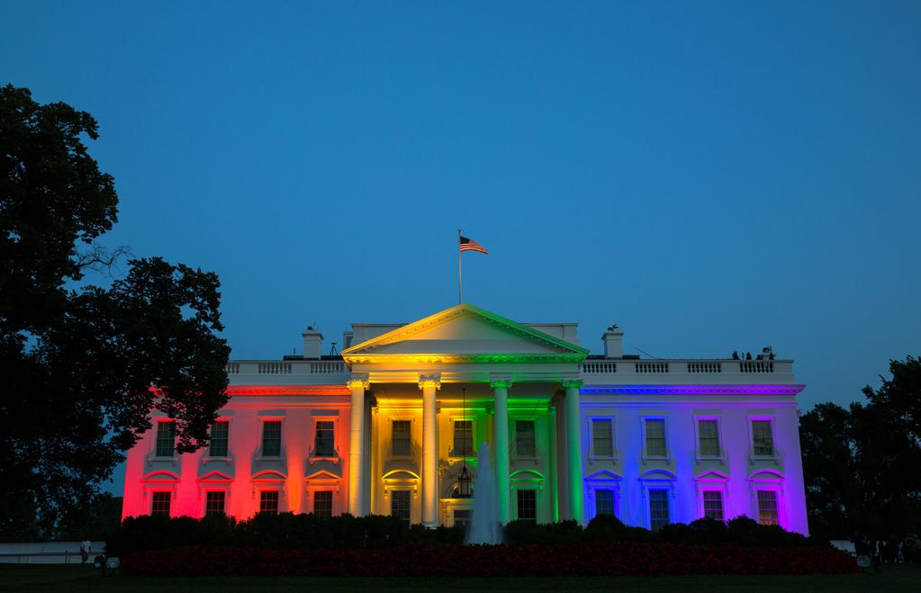 https://thesubmarine.it/wp-content/uploads/2017/01/White_House_rainbow_colors_to_celebrate_June_2015_SCOTUS_same-sex_marriage_ruling.jpeg