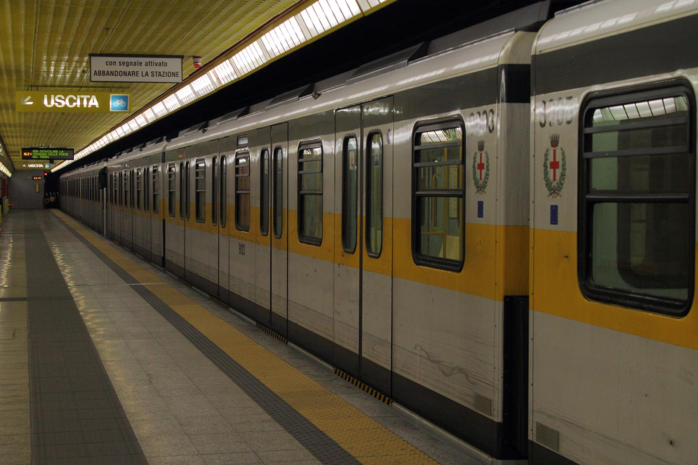 comasina_milan_metro_-_linea_3_-_train
