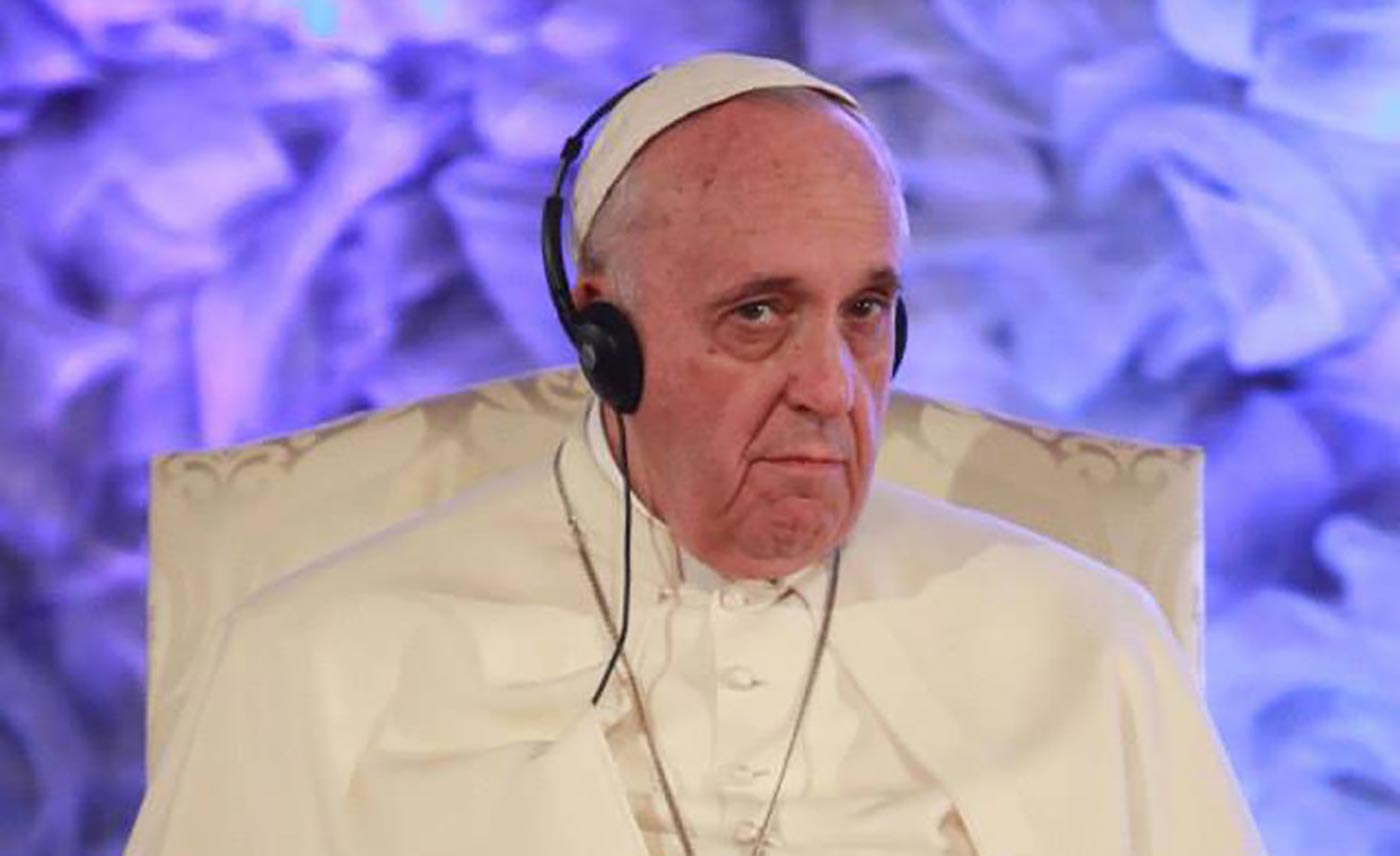 pope-francis-wearing-headphones-900