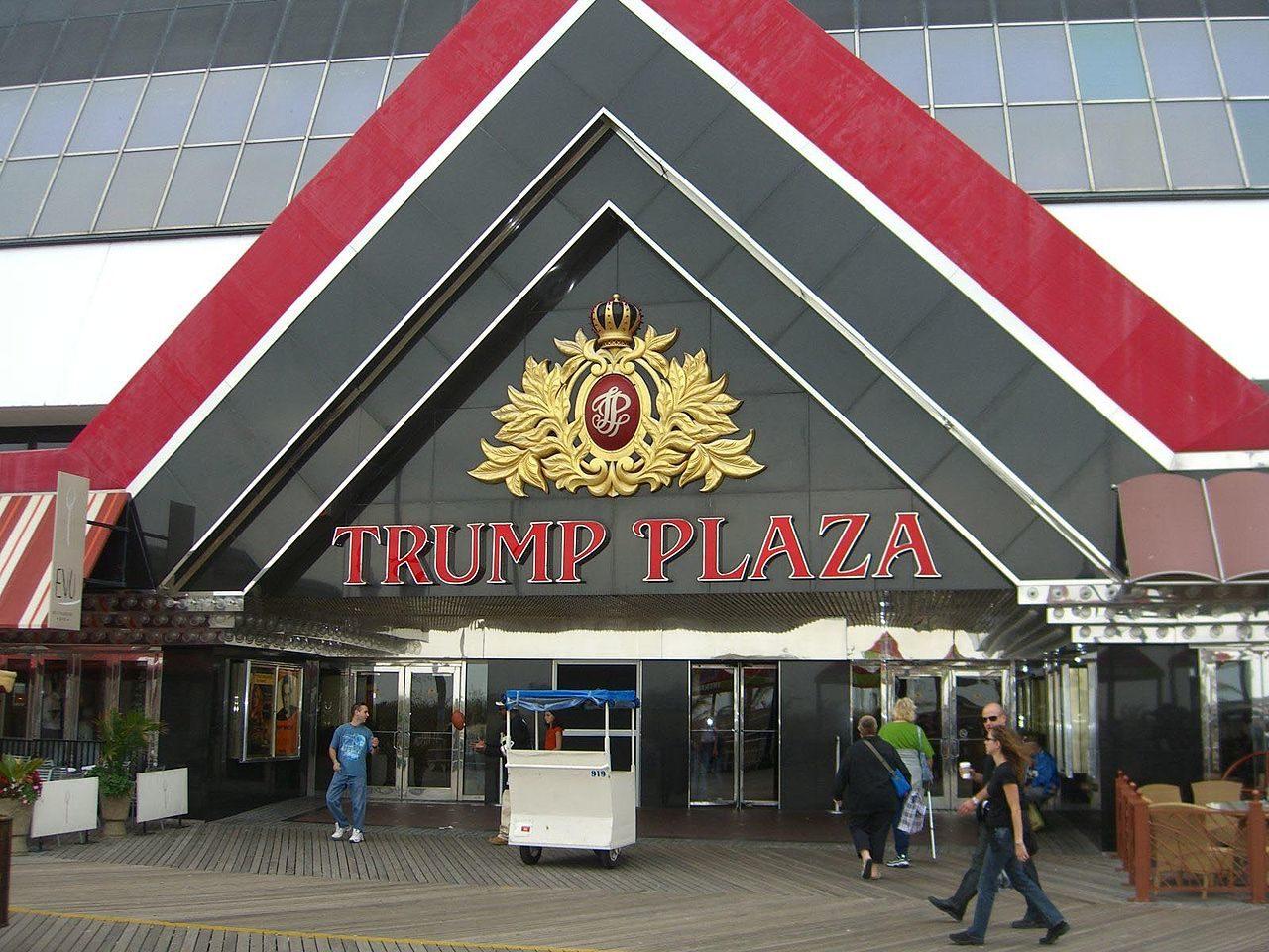 https://thesubmarine.it/wp-content/uploads/2017/03/1280px-TrumpPlaza-1280x960.jpg