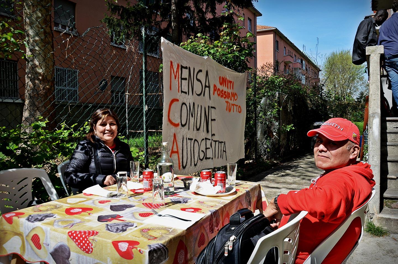 La mensa comune autogestita del Comitato Abitanti Giambellino-Lorenteggio, uno dei luoghi di aggregazione del quartiere, dove con pochi euro si può avere un piatto caldo.