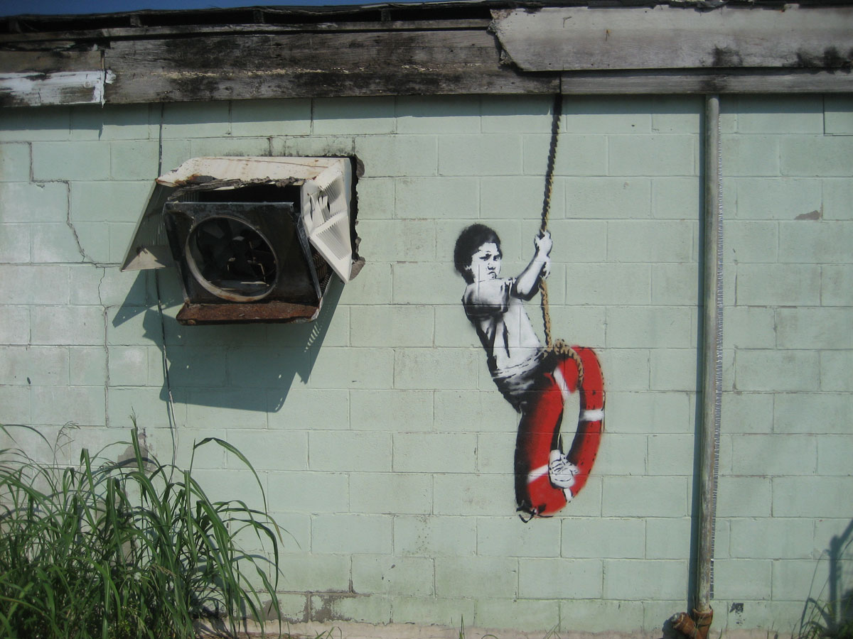 https://thesubmarine.it/wp-content/uploads/2017/03/Banksy_Swinger_Building_Detail.jpg