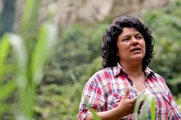 Berta Caceres sulle rive del fiume Gualcarque nella regione di Rio Blanco.