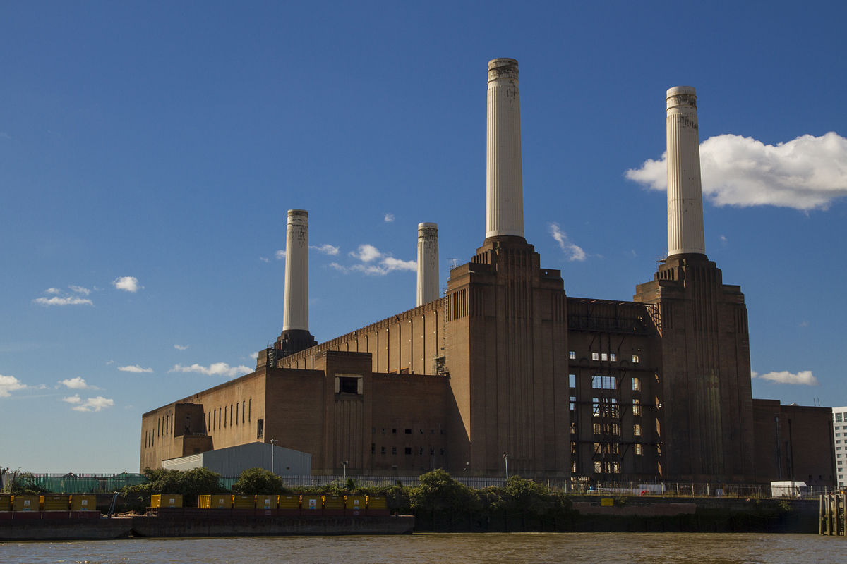 https://thesubmarine.it/wp-content/uploads/2017/04/1200px-Battersea_Power_Station_from_the_river.jpg
