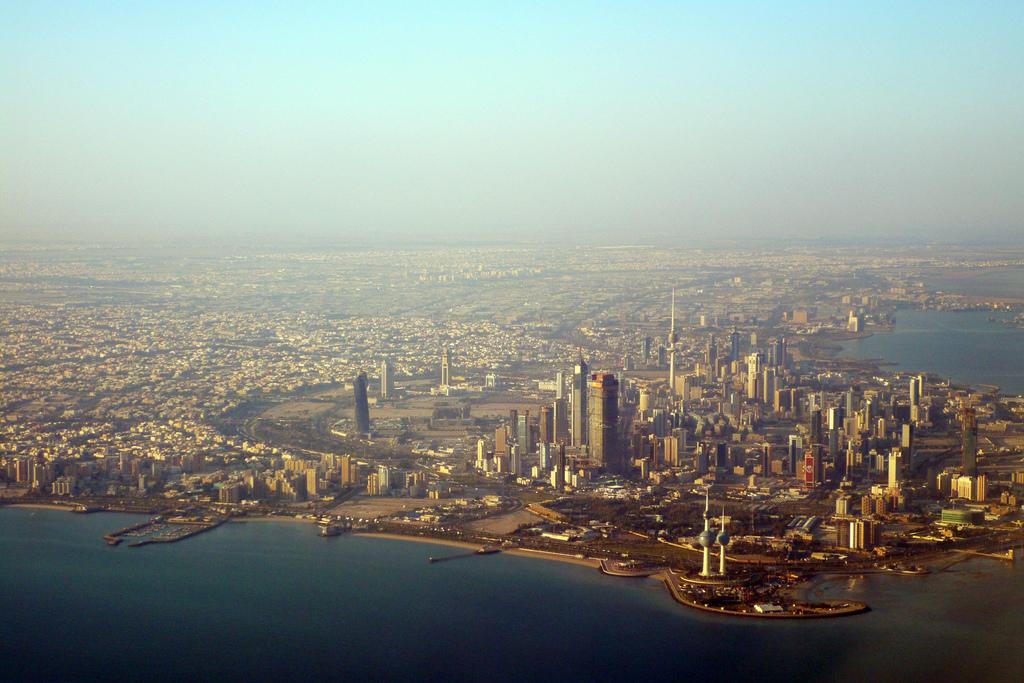 Il Kuwait conta una popolazione di 4,2 milioni, di cui solo 1,3 milioni sono kuwaitiani.