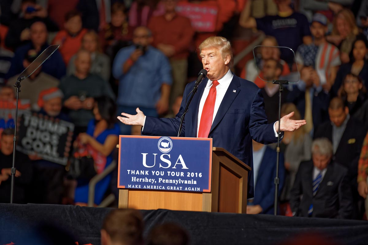 https://thesubmarine.it/wp-content/uploads/2017/04/Donald_Trump_at_Hershey_PA_on_12_15_2016_Victory_Tour_x_02.jpg