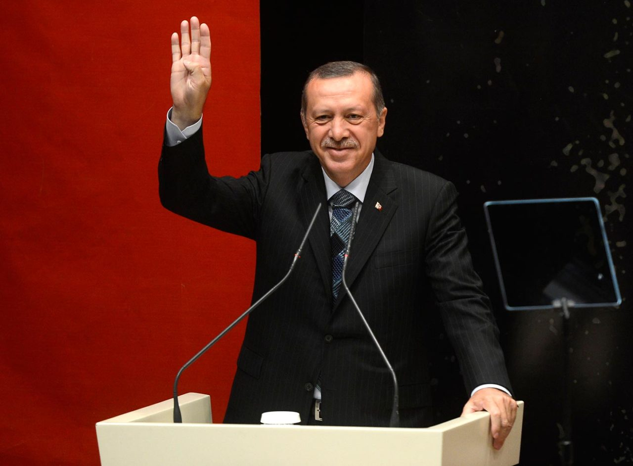 https://thesubmarine.it/wp-content/uploads/2017/04/Erdogan_gesturing_Rabia-1280x942.jpg