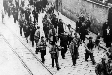 partigiani_della_buranello_sfilano_a_sestri_ponente_1945