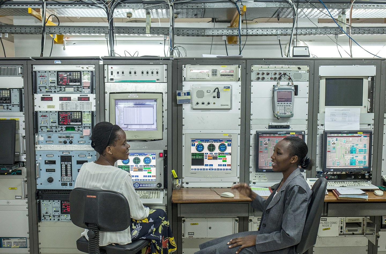 Anita Vuya ha recentemente preso il diploma di laurea presso la Pwani University di Kilifi in Kenya, con una laurea in fisica e ha deciso di continuare gli studi sulla scienza dello spazio a livelli di laurea magistrale.
