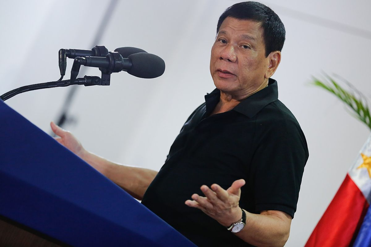 https://thesubmarine.it/wp-content/uploads/2017/05/1200px-President_Rodrigo_Duterte_delivers_a_message_upon_his_arrival_at_the_Francisco_Bangoy_International_Airport.jpg