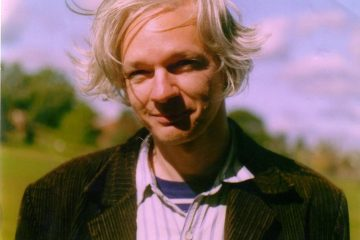 1280px-julian_assange_full
