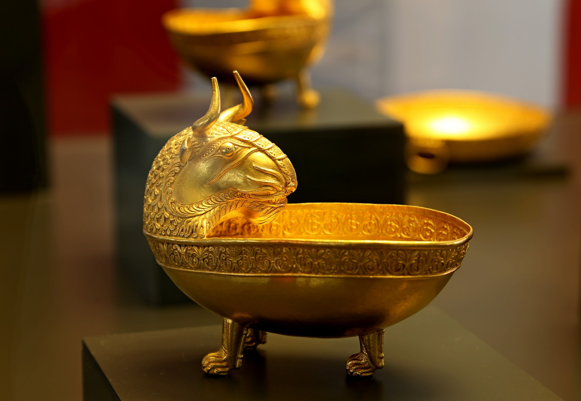 bulgaria-sofia-archaeological-museum-nagyszentmiklos-gold-treasure-romania-vii-ix-c-bc-photo-piergiorgio-pescali-9a