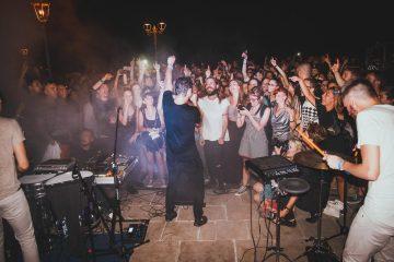 Cosmo live al Siren Festival 2016 / Foto di Giulia Razzauti / via Facebook