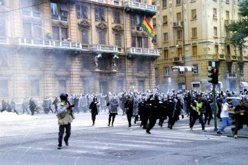 genova-g8_2001-carica_della_polizia