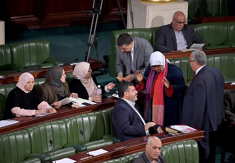 Foto via Twitter. Il parlamento tunisino è composto solo al 30% da donne