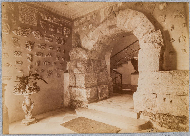 Mura Serviane, arcata compresa nel vestibolo di Palazzo Antonelli, 1875