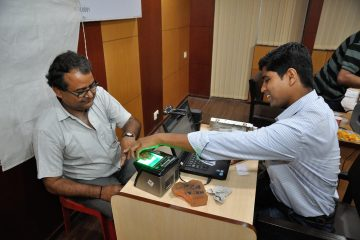 fingerprint_scan_-_biometric_data_collection_-_aadhaar_-_kolkata_2015-03-18_3660