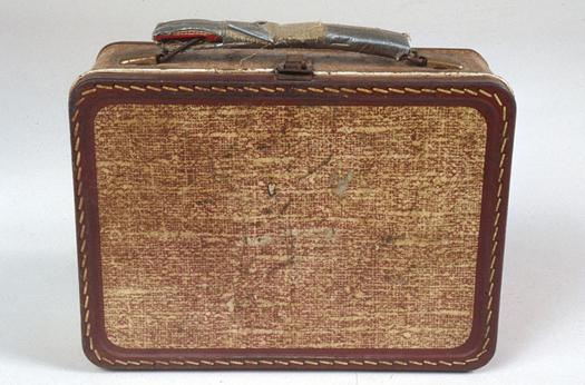 Thermos, 1957. La stampa vuole ricordare una valigetta di pelle.