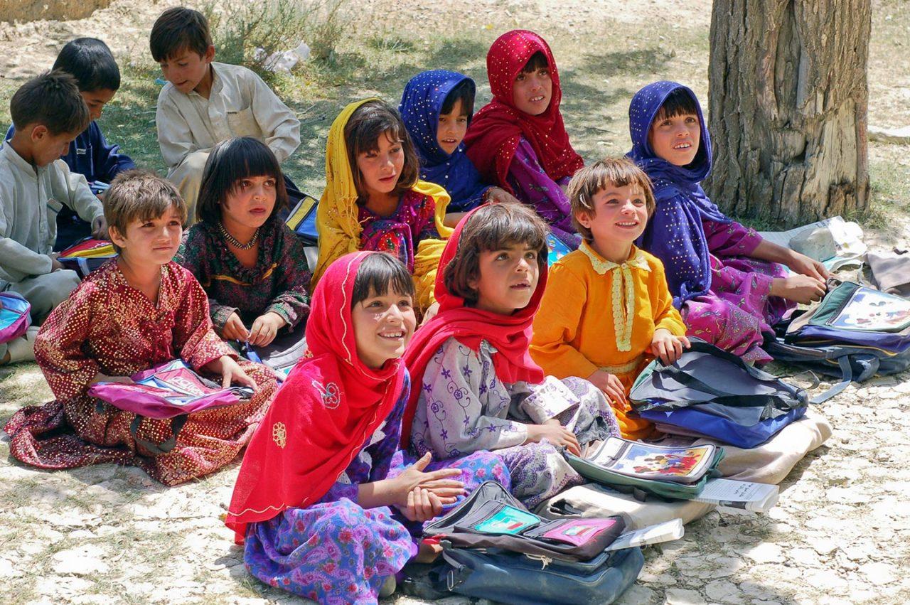 https://thesubmarine.it/wp-content/uploads/2017/09/Schoolgirls_in_Bamozai-1280x851.jpg