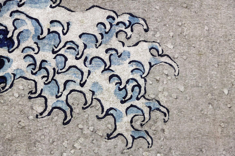 Il capolavoro di Hokusai ritrae un'onda in tempesta nel mare poco fuori la prefettura
