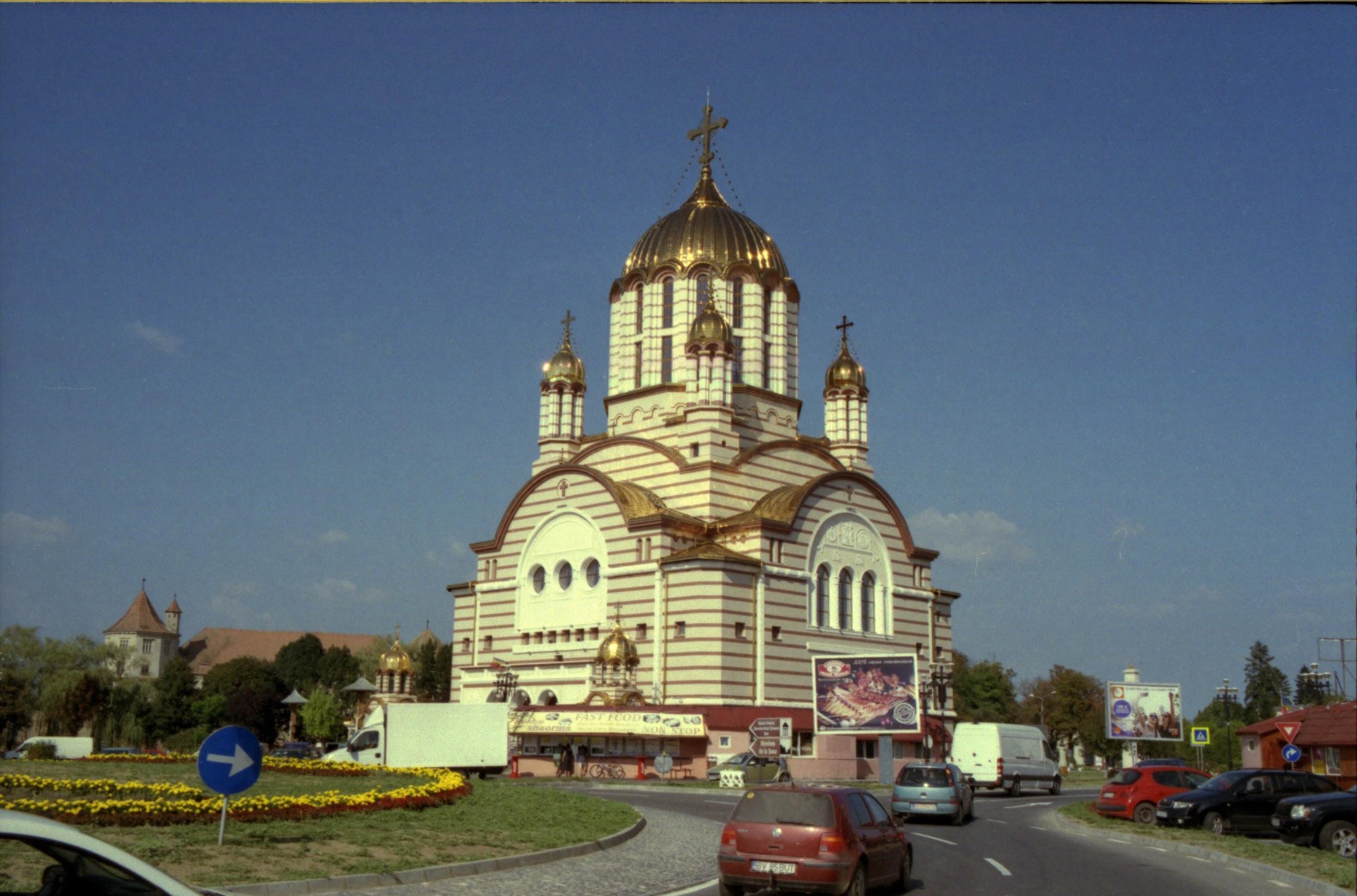 Chiesa sberluccicante a Fagaras