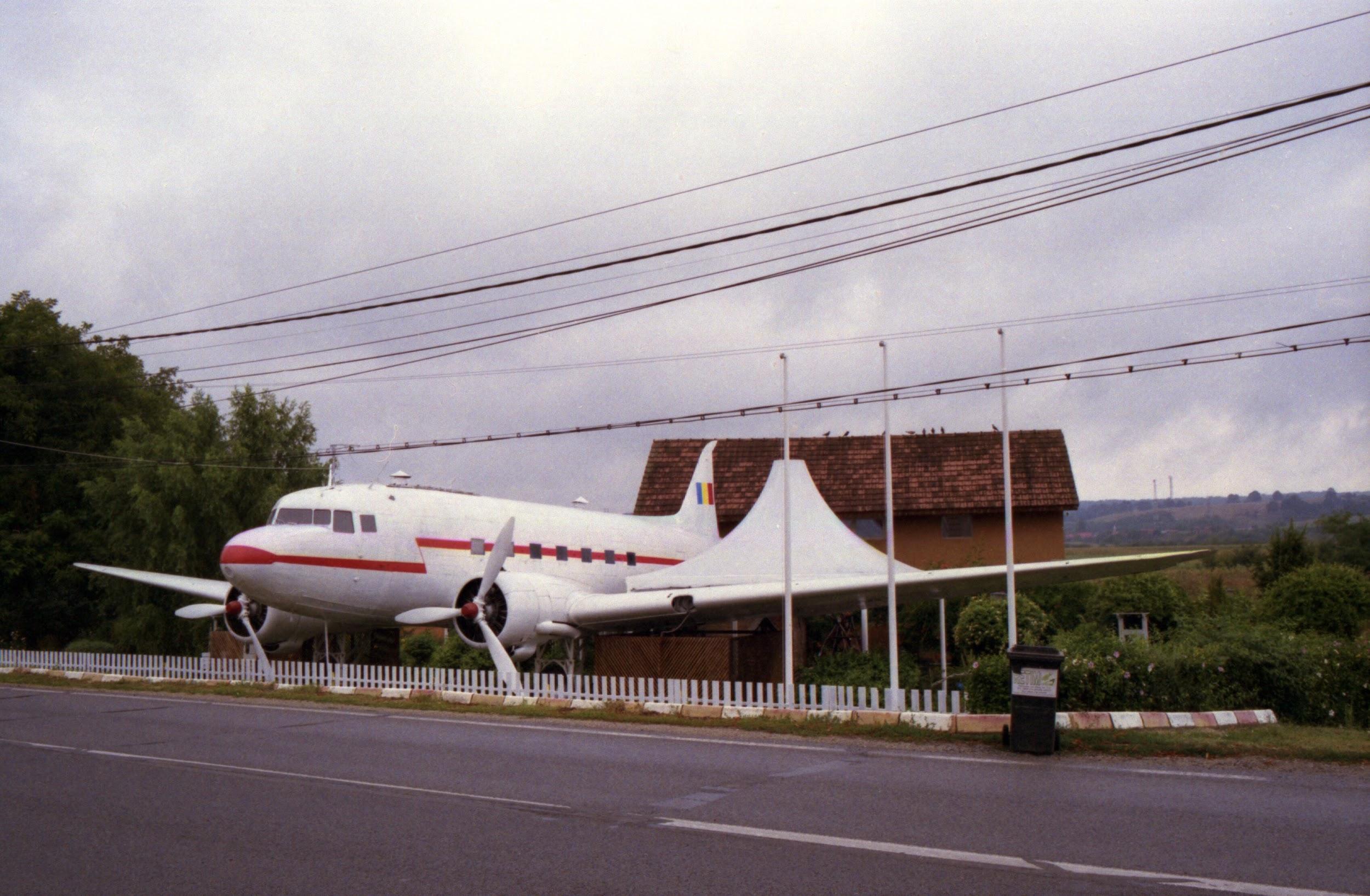 Cara, che ne diresti di installare un aereo in giardino?