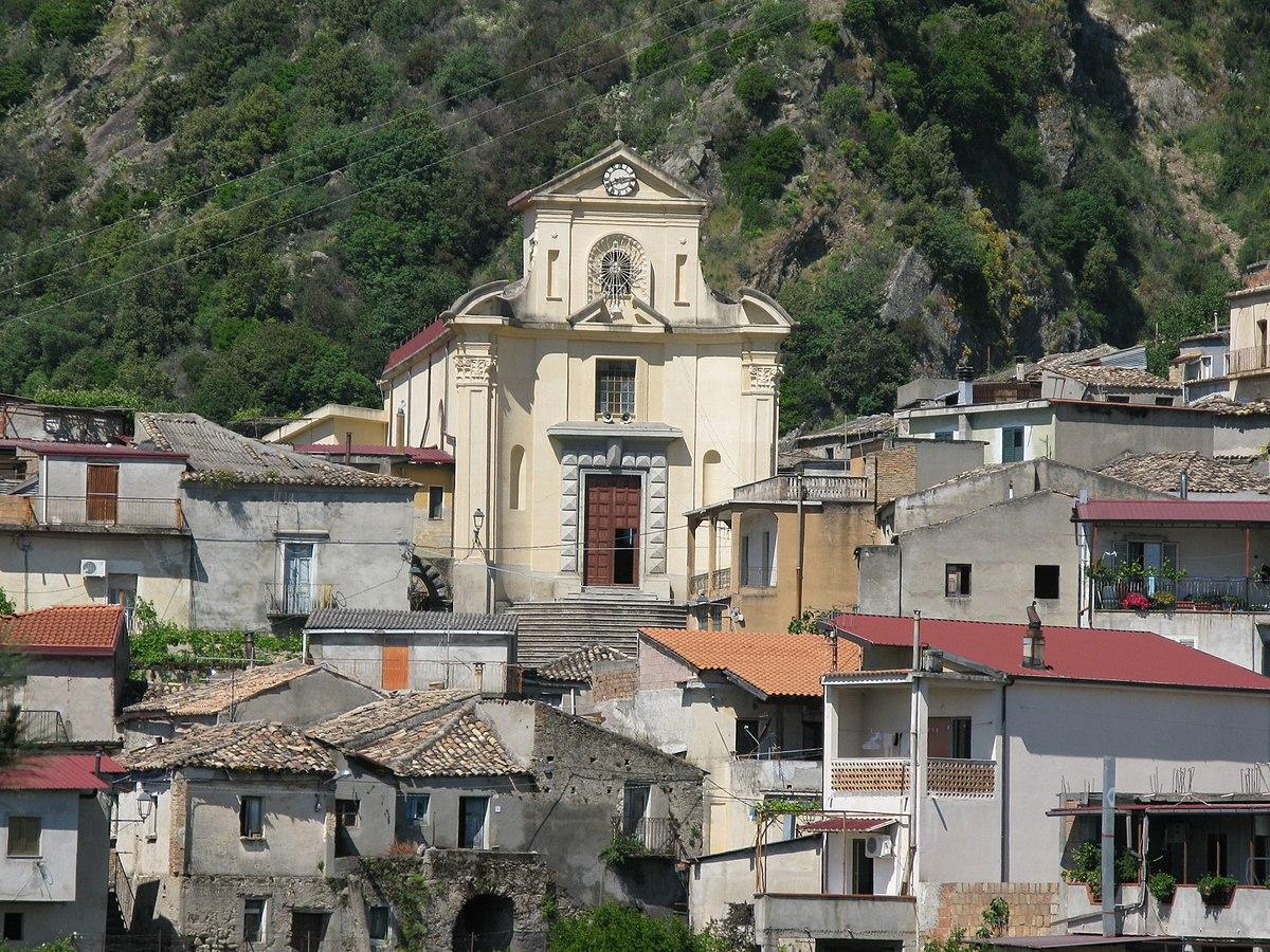 https://thesubmarine.it/wp-content/uploads/2017/12/1200px-Chiesa_di_Santa_Maria_della_Pietà_-_San_Luca_Reggio_Calabria_-_Italy_-_10_May_2009_-_1.jpg