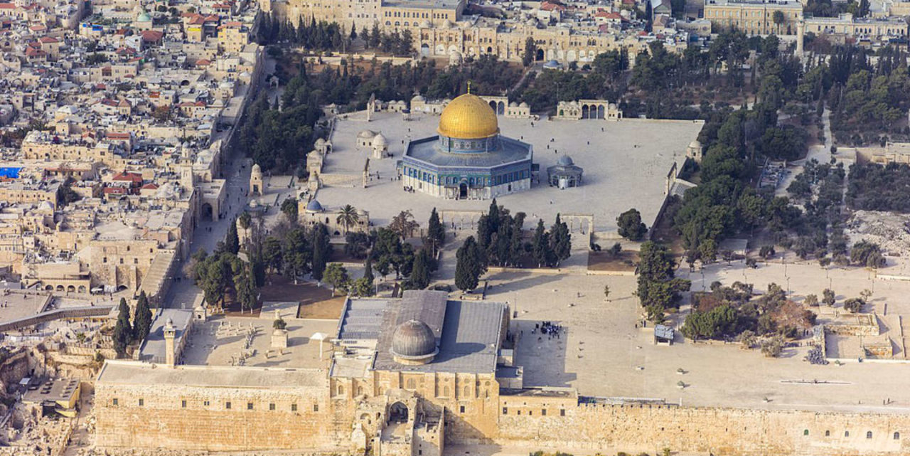 https://thesubmarine.it/wp-content/uploads/2017/12/1280px-Israel-20132-Aerial-Jerusalem-Temple_Mount-Temple_Mount_south_exposure-1280x641.jpg