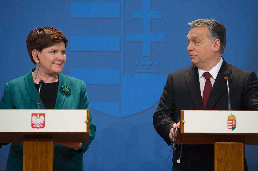 L'allora prima ministra polacca Beata Szydło con Viktor Orban / Wikimedia Commons