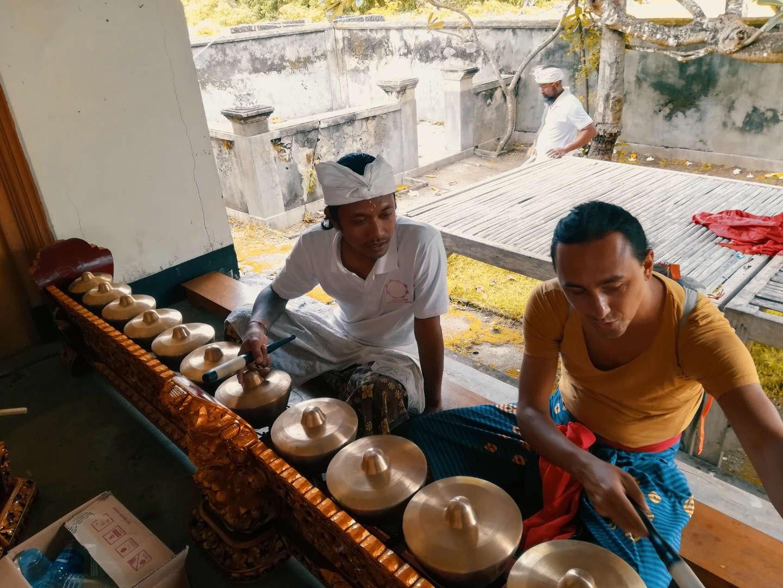 Lezioni di gamelan al Tempio di Nusa Penida
