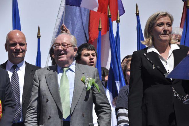 Marine Le Pen dice addio al padre per ripulire il partito